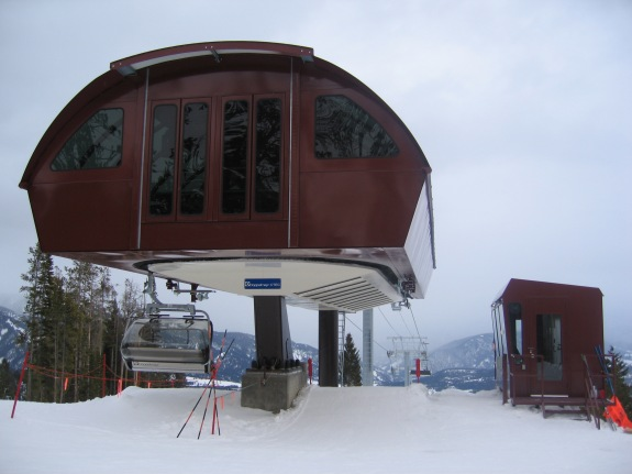 2006-02-20 Doppelmayr CTEC Uni-GS Detachable Chairlift [Crystalmountainskier] [CC BY-SA 3-0]