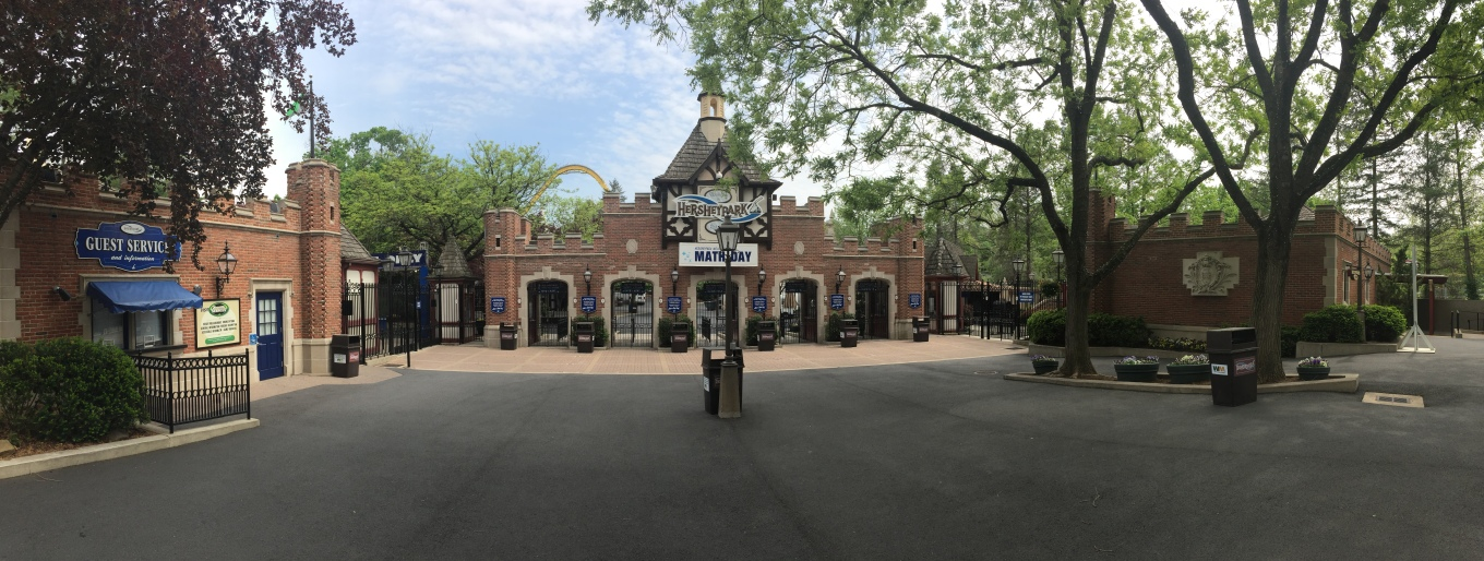 2017-05-04 Hersheypark Entrance.jpg